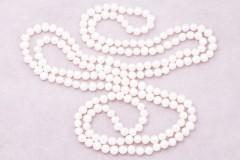 Balto upes pērļu kaklarota