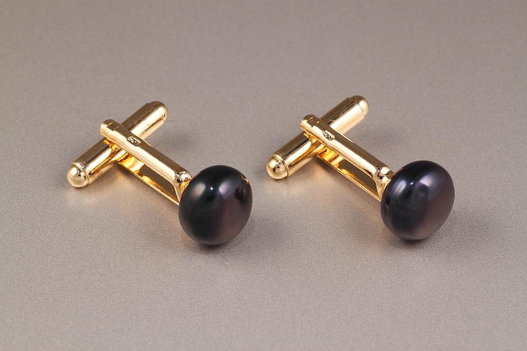 Melno pērļu aproču pogas