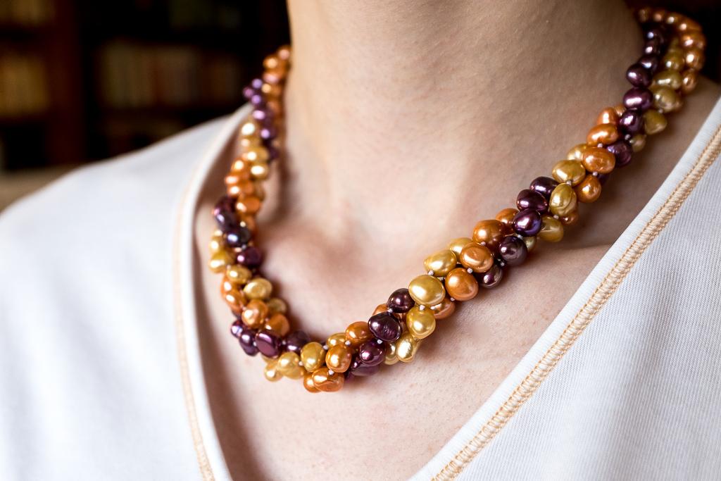 Zeltainās, tumšzilās pērles