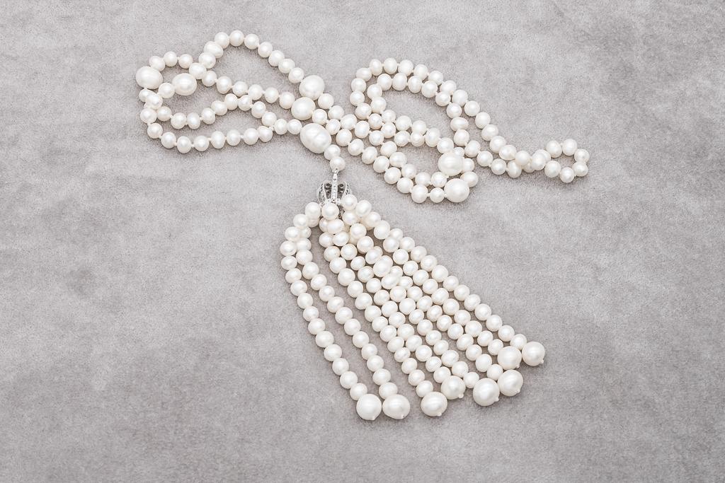 Pērļu kaklarota ar pušķīti