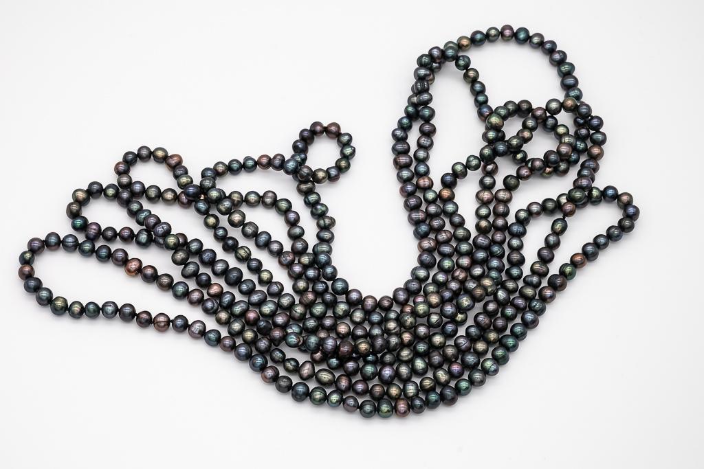 Pelēk-zaļas krāsas pērles