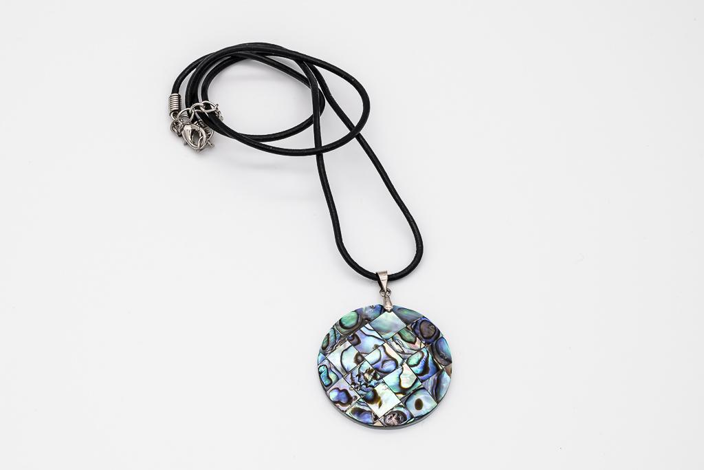 Abalone mozaikas kulons