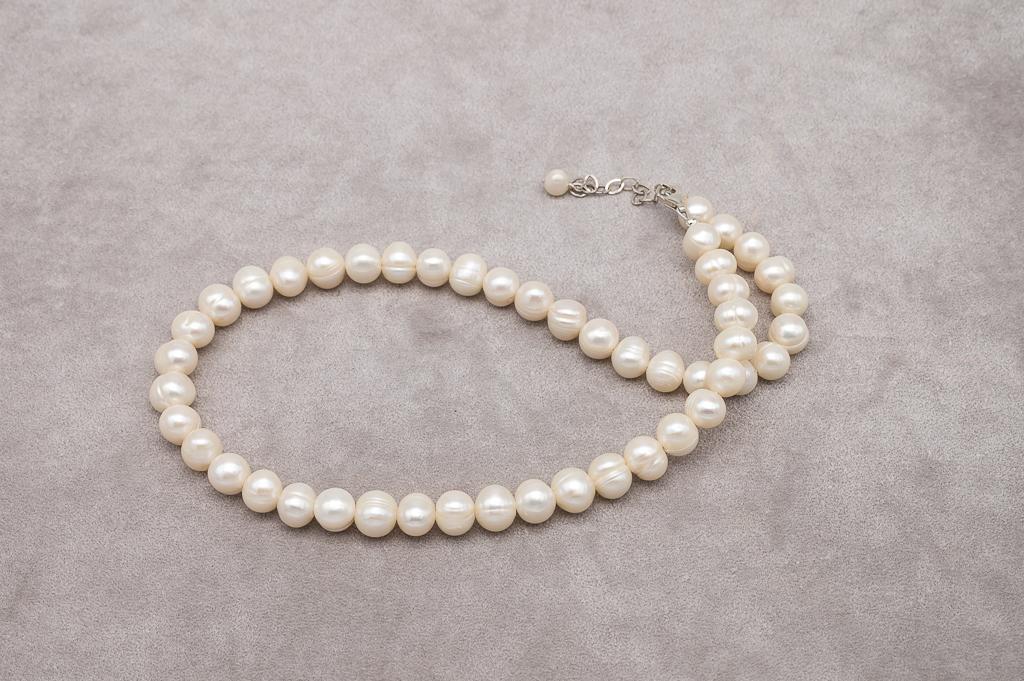 Zeltaini baltās pērles