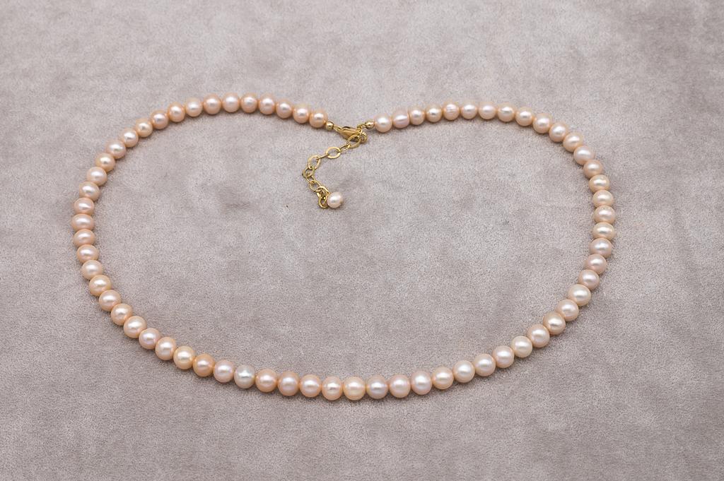Gaiši zeltaino pērļu kaklarota