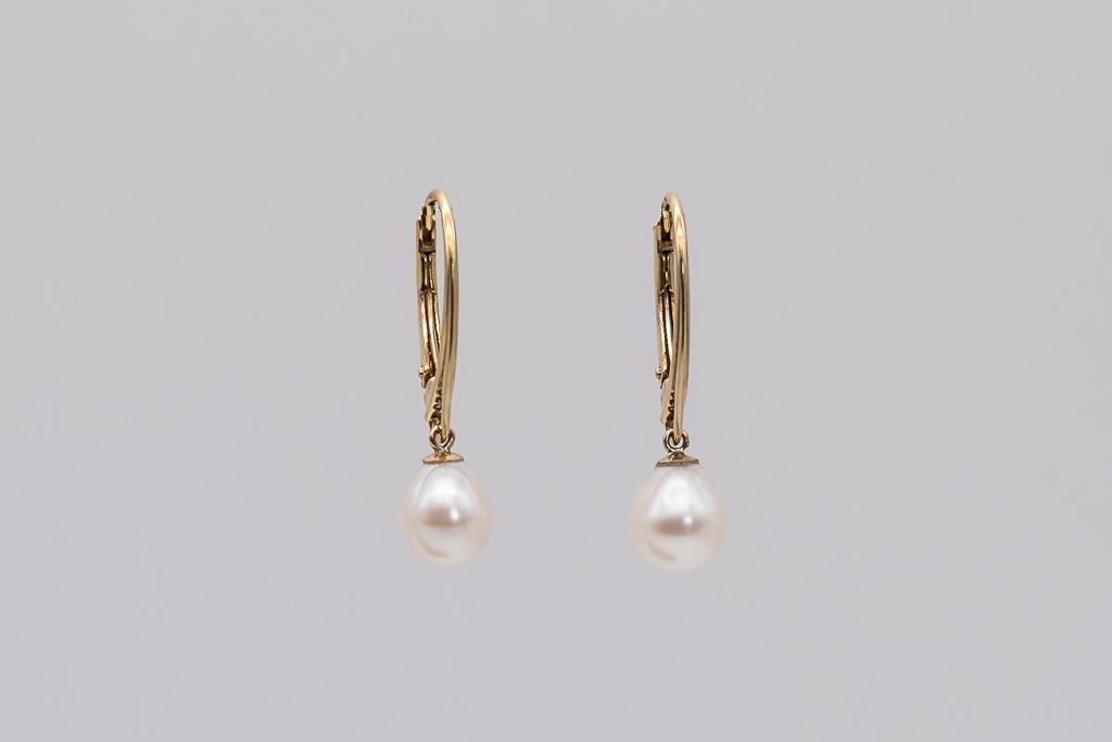 Baltas pērles, apzeltītas aizdares