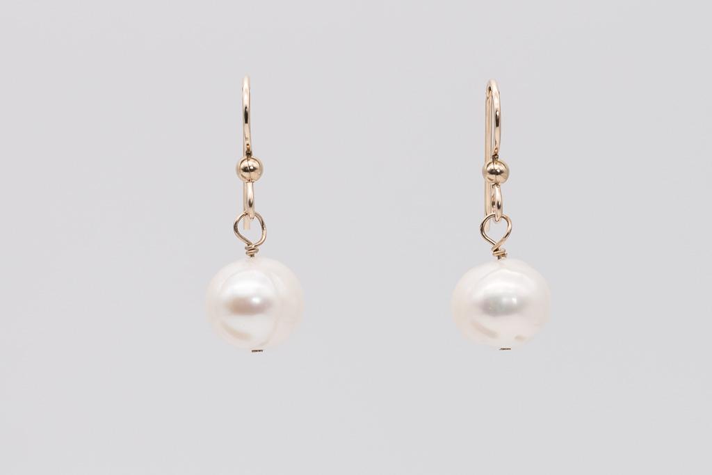 Lielo balto pērļu pāris