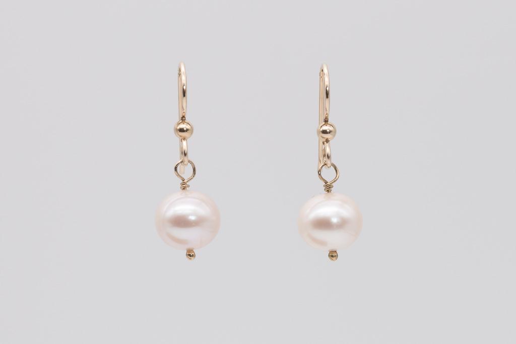 Baltās AA kvalitātes pērles