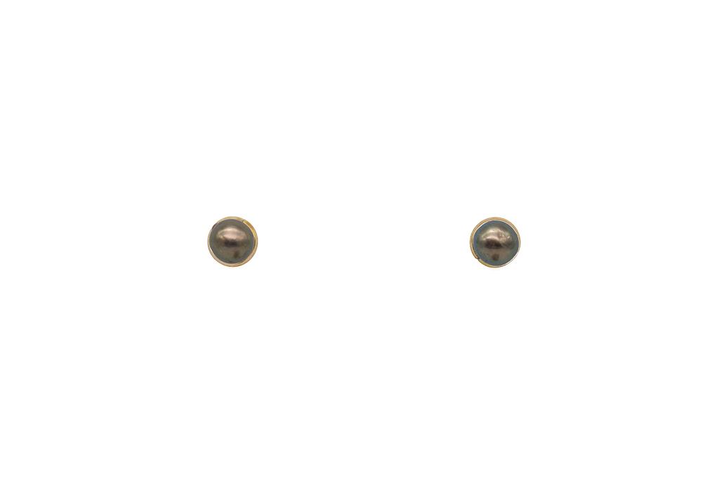 Pērļu nagliņas ar zelta stīpiņu