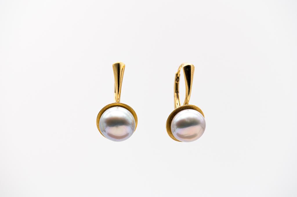 Apzeltītie pērļu auskari