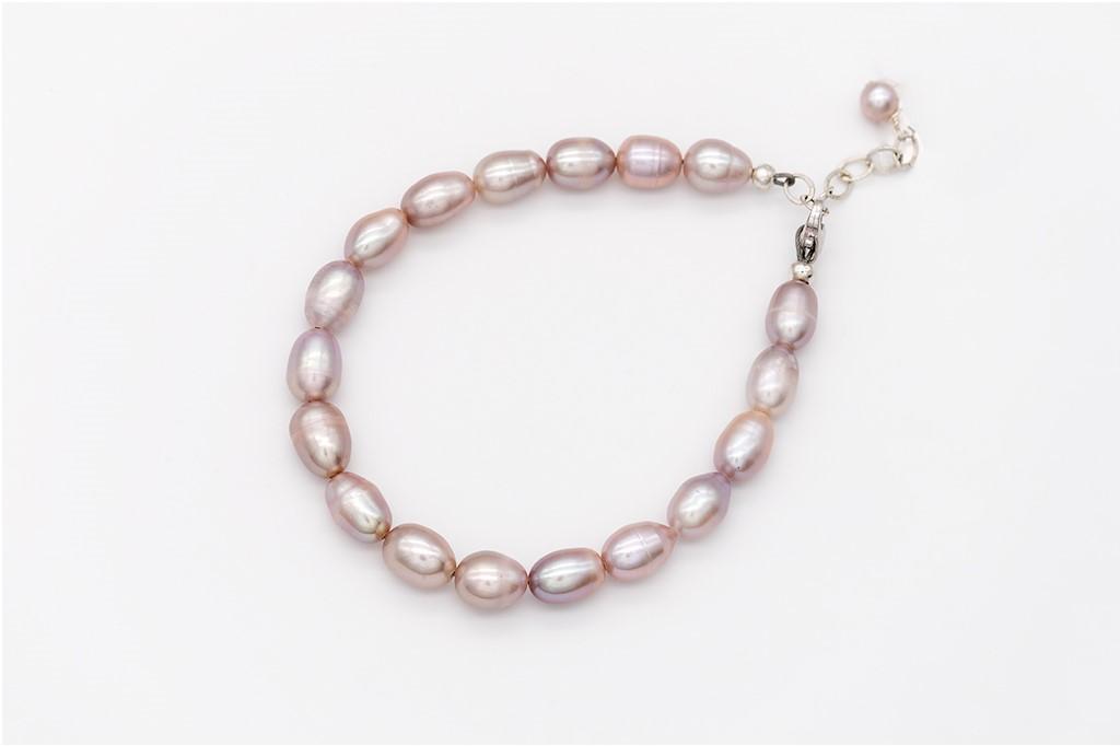 Lavandas krāsas pērļu rokassprādze