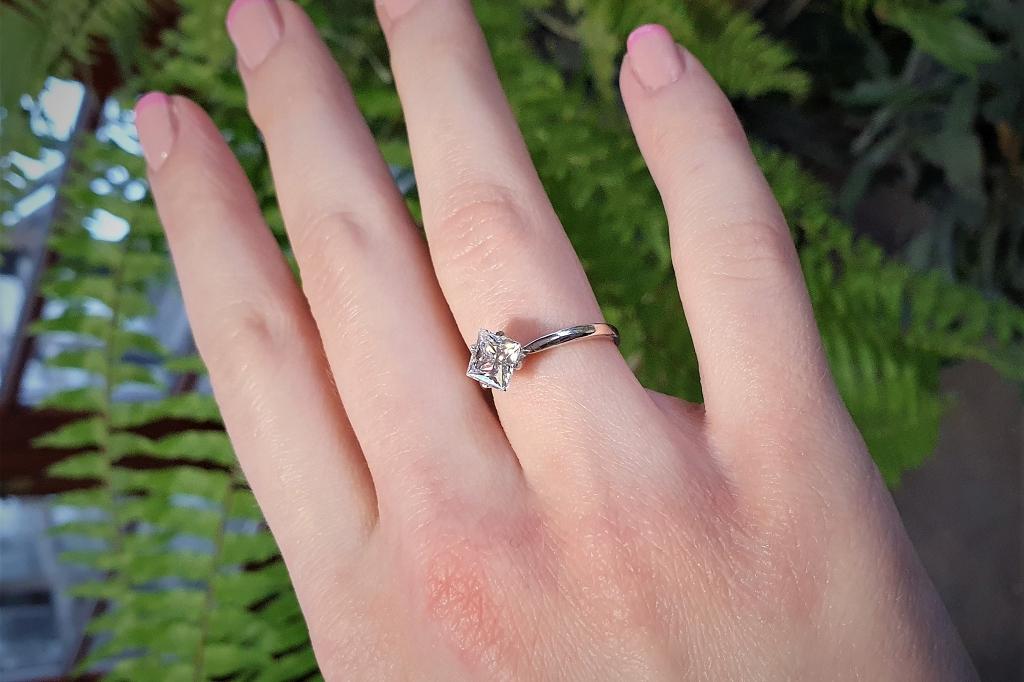 Zelta gredzens ar cirkoniju