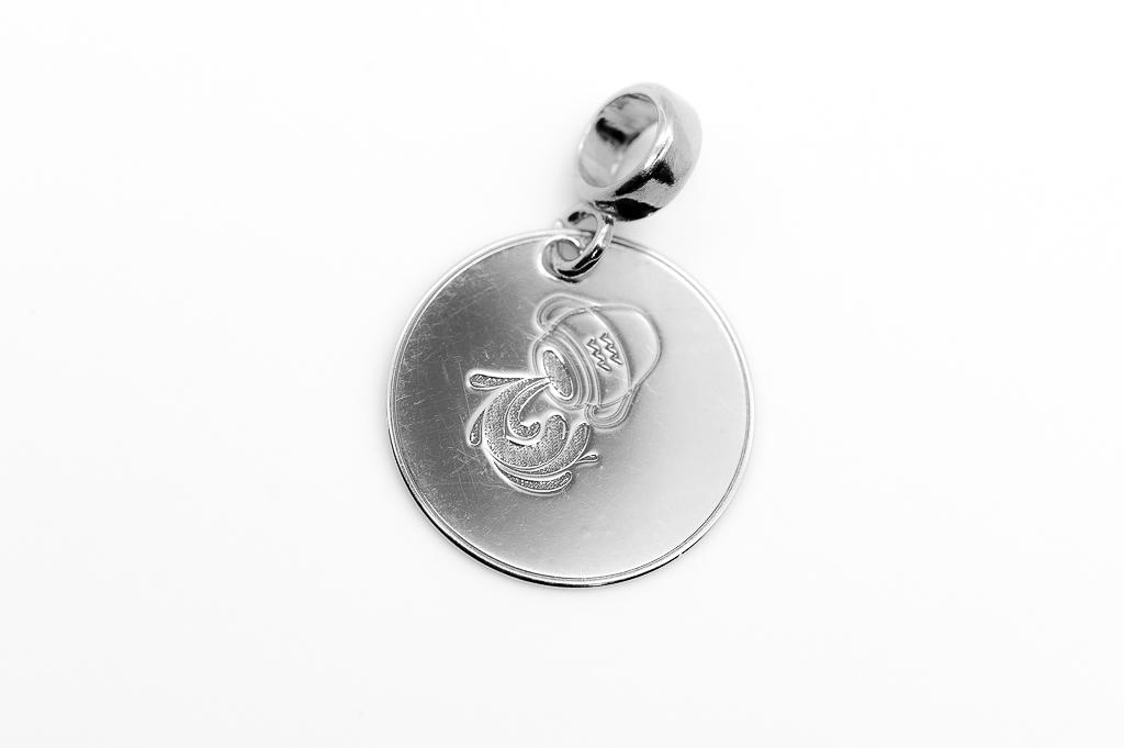 Ūdensvīra zodiaka zīmes kulons