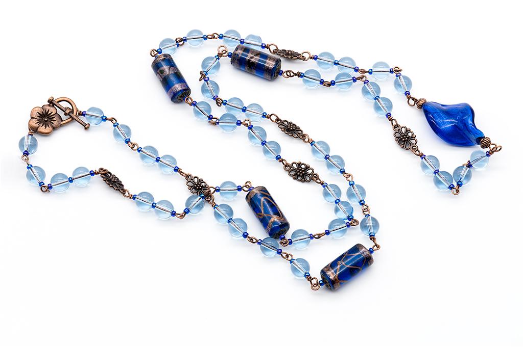 Zilas stikla pērles