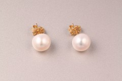 Baltie pērļu auskari