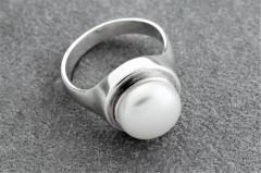 Gredzens ar balto pērli