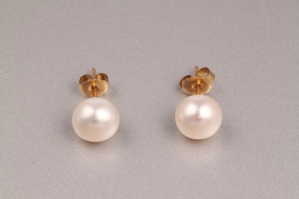 Baltās pērles un zelts