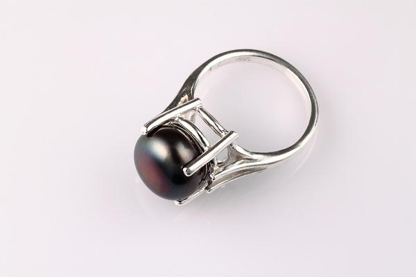 Gredzens Melnā pērle
