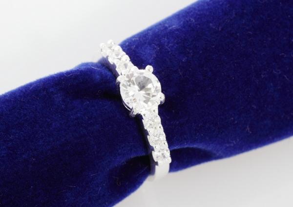 Кольцо с белым сапфиром