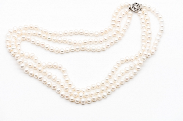 White pearls necklace 3 rows