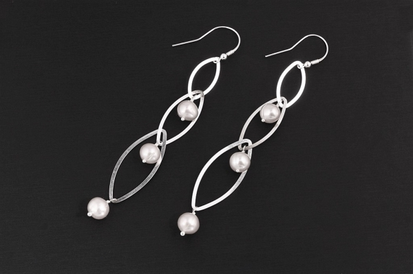 Long pearl earrings 10cm