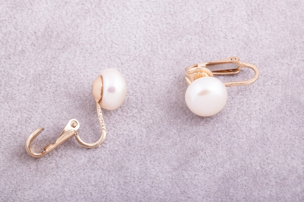 Clip-on earrings, cream