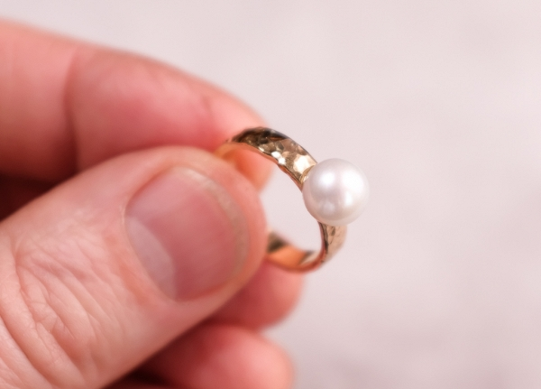 Gold ring- white pearl