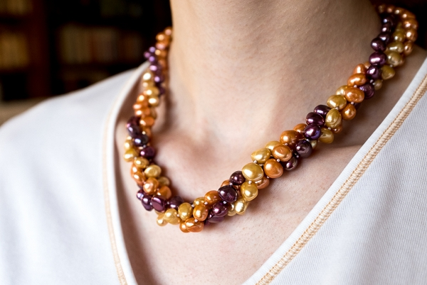 Golden, dark blue pearls