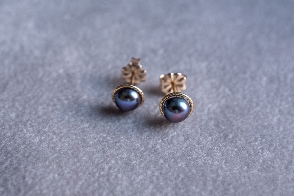 Dark pearls earrings