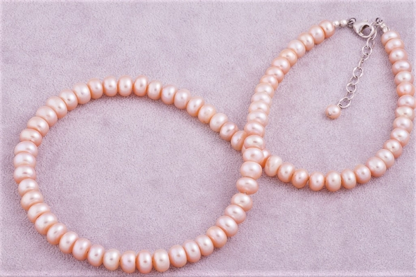Apricot hue necklace