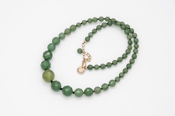 Zaļā nefrīta kaklarota