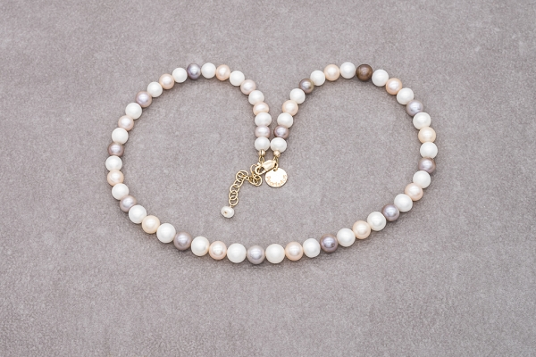 3 natural colours of pearls