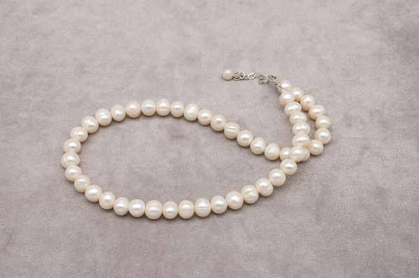 Golden-white pearls