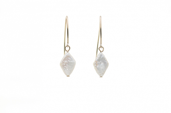 Round coin pearl earrings