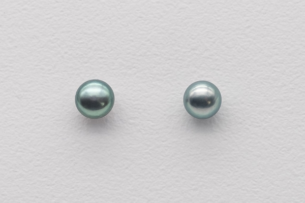 Pearl earrings - grey tone
