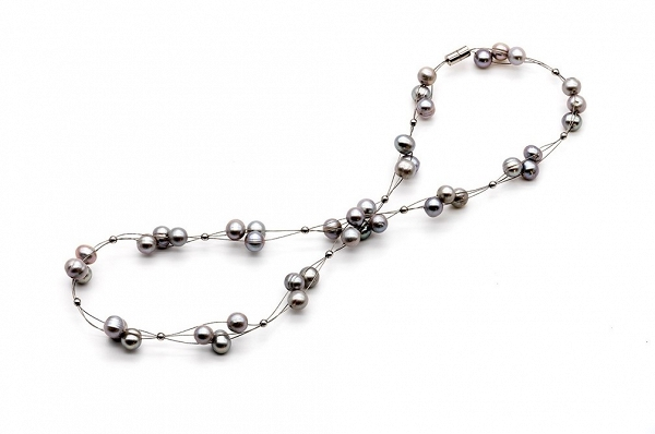 Airy pearl necklace