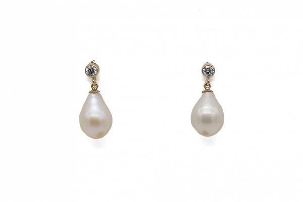 Earrings pearls and zirconia
