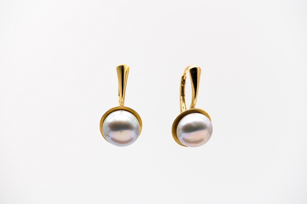 Lavender hue Pearl earrings
