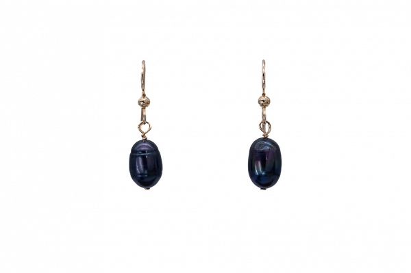 Freshwater cultured white pearl drops