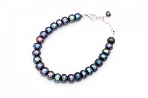 Button shape AA pearl bracelet