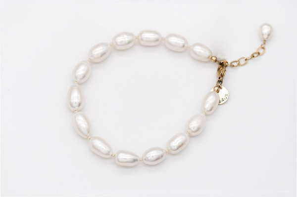 White colour rice shape AA quality freshwater cultured Pearl bracelet