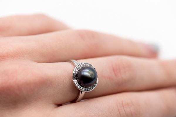 Кольцо с жемчугом - темно-коричневый
