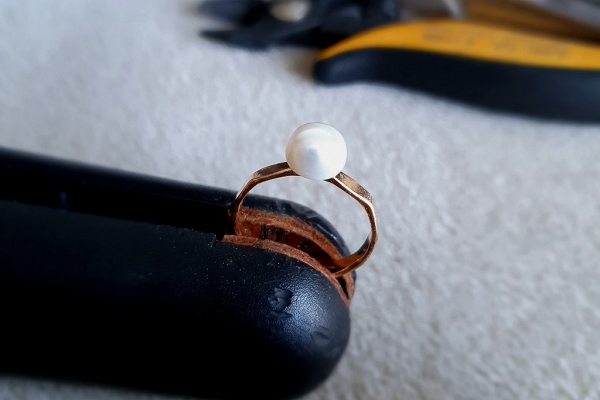 Gold filled 14k ring with black freshwater cultured pearl