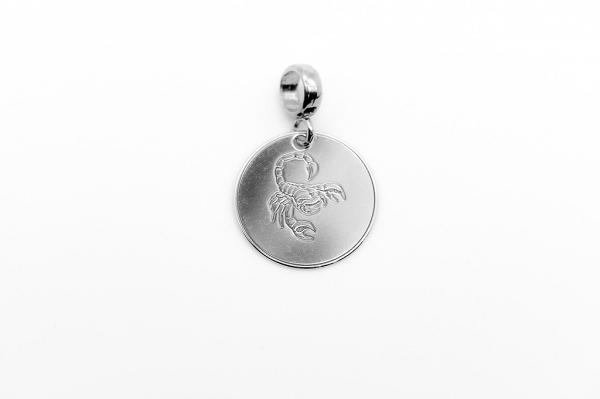 Skorpiona zodiaka zīmes kulons